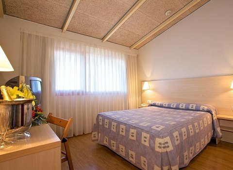 Rooms equipped with heating / air conditioning, tv, wifi...