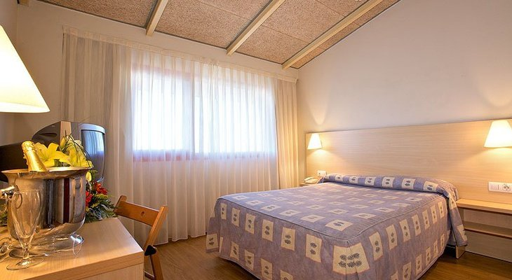 In  Bàsic Sercotel Hotel  offer Double + extra room, this ...